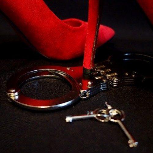 BDSM kajdanki obcasy sex randki